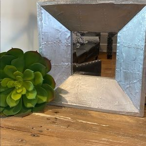 NWOT Contemporary Accent Mirror